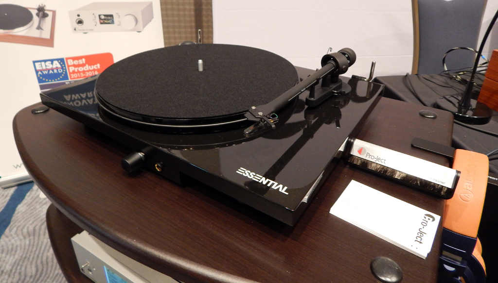 Pro-Ject Essential III HP turntable with built in Headphone Amplifier